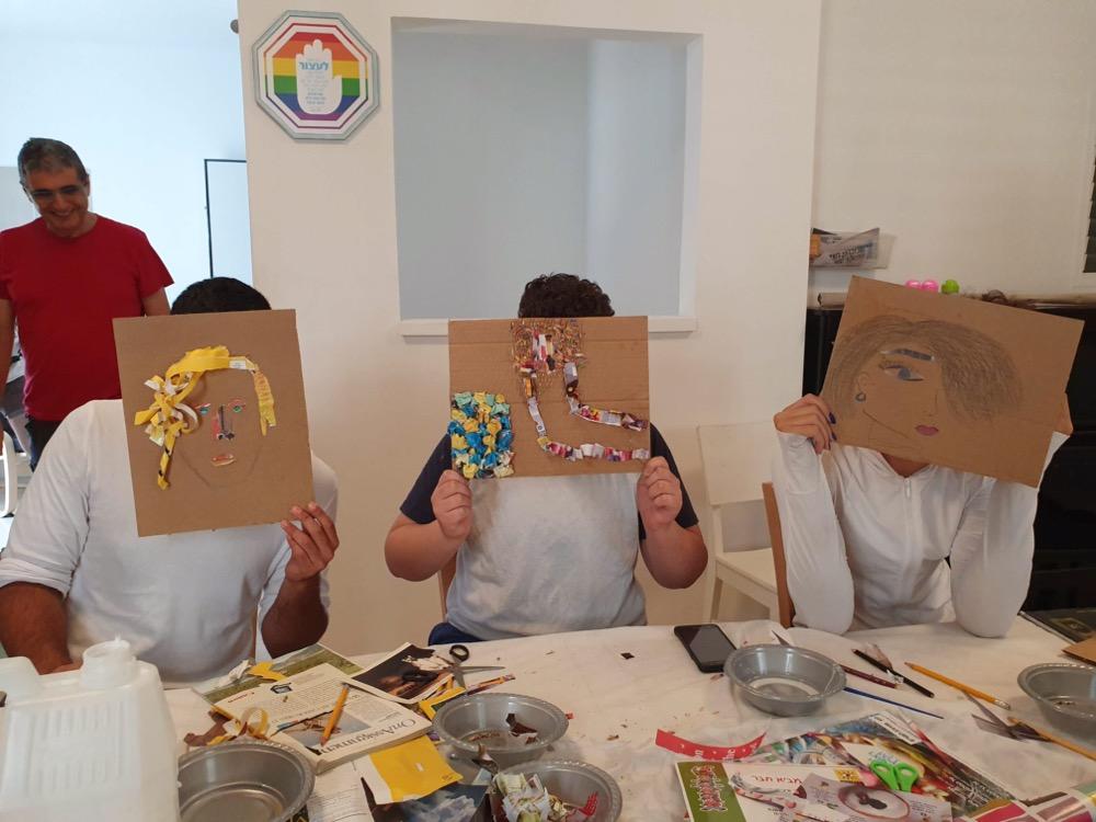 בני נוער בפעילות יצירה